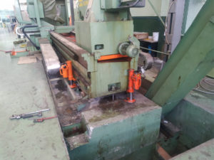 movimiento-maquinaria de pesada, torno CNC